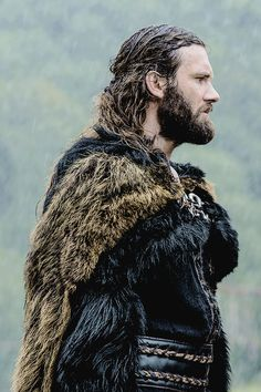 Image uploaded by kalona. Find images and videos about vikings, rollo and clive standen on We Heart It - the app to get lost in what you love. Vikings Show, Vikings Tv Series, Vikings Ragnar, Viking Dress, Viking Costume, Lagertha, History Channel, Rollo Lothbrok, Viking Series