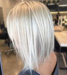 11 chic textural haircut with icy blonde color - Styleoholic Beauté Blonde, Blonde Hair Shades, Platinum Blonde Hair, Blonde Color, Blonde Hair No Roots, Blonde Lob Hair, Blonde Foils, Light Blonde, Short Blonde