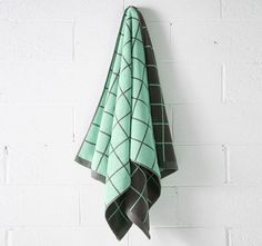 aura-lattice-bath-towel-charcoal