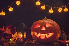 The Centers for Disease Control has published some recommendations on how to adapt Halloween and other fall traditions to the challenges of COVID-19. Halloween Movie Night, Halloween 2020, Halloween Themes, Halloween Party, Winter Holidays, Christmas Holidays, Halloween Scavenger Hunt, Rustic Background, Trunk Or Treat