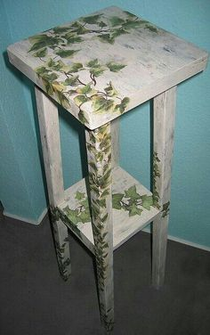 Decoupage furniture: weatherbeaten flower stand overgrown with ivy Decoupage Furniture, Hand Painted Furniture, Funky Furniture, Refurbished Furniture, Paint Furniture, Repurposed Furniture, Furniture Projects, Furniture Makeover, Home Furniture