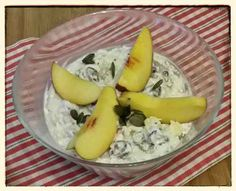 Dieses leckere Frühstück nennt sich: Haferflocken mit Chiasamen, Walnüssen, Kürbiskernen, Feigen, Nektarinen und Sojaghurtund stammt von Stefan. Vorbildlich!