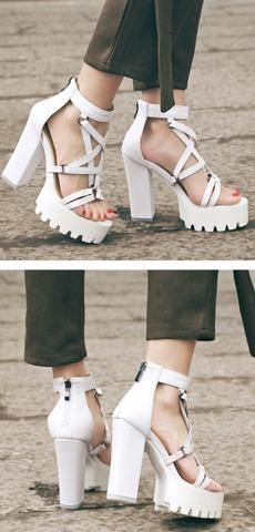 7432fcd5fb6 Sandales noires ou blanches à talons