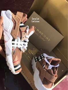 went with a burberry twist on these clean huaraches! Huaraches Shoes, Aesthetic Shoes, Cute Sneakers, Girls Sneakers, Burberry Shoes, Balenciaga Sneakers, Burberry Women, Gucci Shoes, Hype Shoes