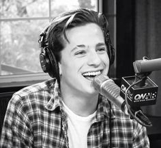 Charlie Puth is so cute❤️ Charlie Puth, Jimmy Fallon, Gorgeous Men, Beautiful People, Record Producer, Chris Evans, American Singers, To My Future Husband, Shawn Mendes