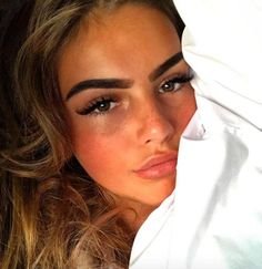 need to learn how to do eyebrows like that Beauty Make-up, Beauty Hacks, Hair Beauty, Makeup Tips, Eye Makeup, Tan Skin Makeup, Makeup Ideas, Tumbrl Girls, Corte Y Color