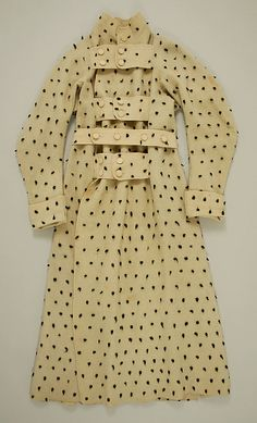 """Man's dressing gown, cotton, early 19th century, British.    I seem to recall that an almost identical dressing gown was includeed in """"Underwear Fashion in Detail,"""" and that was supposed to be made of wool. Also, the fabric doesn't look cottony, so I'm gonna suggest that this might actually be made of wool, whatever the museum says."""