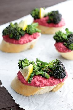 Beetroot hummus and roasted lemony broccolini baguette slices make a beautiful and quick vegan appetiser or snack. Perfect for parties and grab and goes. Quick Appetizers, Vegan Appetizers, Vegan Snacks, Appetizer Recipes, Vegan Food, Roasted Broccolini, Roasted Beets, Baguette Appetizer, Real Food Recipes