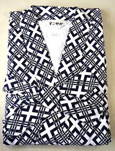 Nemaki 001 Homme en coton bleu,blanc doublé (gaze coton) Le nemaki est une sorte de Yukata,(kimono) doublé utilisé au japon dans les ryokan,onsen et business hotels, comme pyjama ou robe de chambre, pour dormir,après avoir pris son bain.