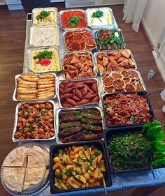 wrong, just order Lebanese Food! Party Buffet, Table Party, Dinner Table, Dinner Buffet Ideas, Taco Bar Buffet, Salad Buffet, Nacho Bar, Brunch Buffet, Breakfast Buffet