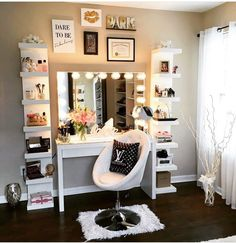 Using the spare bedroom for s beauty room. Vanity Room, Make Up Desk Vanity, Makeup Vanity In Bedroom, Vanity With Storage, Dyi Vanity, Vanity In Closet, Vanity Set Up, White Makeup Vanity, Makeup Vanity Decor