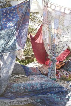 Build your own Bono Tent! Urban Outfitters - Blog - UO DIY: Tapestry Tent