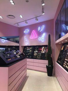 Boutique Interior, Boutique Design, Interior Design Books, Interior Design Inspiration, Design Ideas, Deco Restaurant, Beauty Salon Interior, Cosmetic Shop, Store Interiors