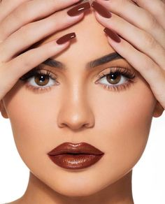 Shop Kim Kardashian West and Kylie Jenner Lip Set Collaboration. Includes 1 Velvet Liquid Lipstick, 2 Matte Liquid Lipsticks and 1 Gloss. Kendall Jenner Make Up, Photos Kylie Jenner, Mode Kylie Jenner, Trajes Kylie Jenner, Kendall And Kylie, Kendall Jenner Maquillaje, Photos Des Stars, Batons Matte, Kylie Jenner Makeup