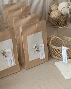 Creative Gift Wrapping, Creative Gifts, Wrapping Ideas, Paper Bag Gift Wrapping, Jewelry Packaging, Gift Packaging, Packaging Ideas, Clothing Packaging, Diy And Crafts