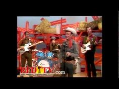 Roy Rogers sings on Hee Haw
