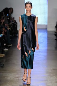 Dion Lee Fall 2015 Ready-to-Wear Fashion Show - Frida Munting Fashion Week, Fashion Art, Runway Fashion, High Fashion, Fashion Show, Fashion Outfits, Fashion Design, Chanel Couture, Textiles
