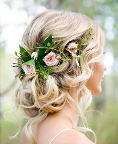 Swooning over this relaxed #updo entwined with roses! Via @Weddingplaybook | Photo @lindy.photography | Hair & Makeup @silkhairandmakeup | Model @shontinarose . . . #weddinghair #wedding #bridetobe #bride #hairinspiration #hairinspo #bridalinspo #weddinghairstyle #weddingday #hairstyles #bridal #engaged #weddinginspiration #weddings #weddingseason #floralcrown #hairpiece #sophisticatedbride #bellethemagazine by bellethemagazine