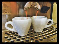 Disfruta del mejor #Espresso y ten un buen día  todo el día  Conócenos en el C.C. Metrocenter pasaje colonial. #AromaDiCaffé #SaboresAroma #MomentosAroma #Coffee #Espresso #CoffeeLovers #CoffeeMoments #CoffeeTime
