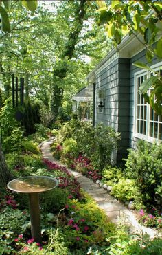 English Garden Landscaping Lush garden path in Kansas City Missouri design / photo: RDM Architecture on The Impatient Gardener.English Garden Landscaping Lush garden path in Kansas City Missouri design / photo: RDM Architecture on The Impatient Gardener Unique Garden, Lush Garden, Dream Garden, Garden Path, Tropical Garden, Garden Oasis, Garden Kids, Natural Garden, Topiary Garden