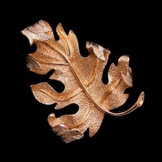 SARAH COVENTRY Mid Century Large Canada Maple Leaf Vintage Brooch, Curved Great Detail. What's better for fall? #FallJewelry