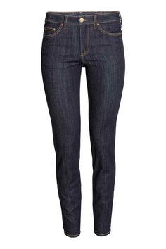 Slim Regular Jeans: Jeans a 5 tasche in denim superelasticizzato e lavato. Gamba aderente e vita normale.