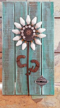 starrgazer kreiert: Handverlesene Blumen-Assemblage Source by The post starrgazer kreiert: Handverlesene Blumen-Assemblage appeared first on Pin This. Metal Art Projects, Metal Crafts, Craft Projects, Wood Crafts, Metal Tree Wall Art, Scrap Metal Art, Assemblage Kunst, Recycled Crafts, Diy Crafts
