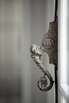 detail on door handle - Ana Rosa