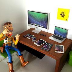 Satz von Apple Miniatur Maßstab 1:8 für Puppenhaus Miniatur oder Blythe, Barbie, Lati oder ähnliche Puppe - 1 iMac Desktop - 1 McBook Pro