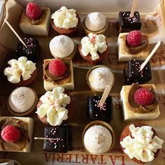 No os parecen muy apetecibles estos mini mini es una opción fantástica para postre de celebraciones variadas y mesas dulces #celebrandolavida #somoselpostre #belloybueno #zaragoza #winteriscoming