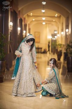 A sister is someone who is always gonna be there no matter what. You guys may fight but that's okay, sisters are forever and never apart . Asian Wedding Dress Pakistani, Asian Bridal Dresses, Pakistani Formal Dresses, Pakistani Wedding Dresses, Pakistani Dress Design, Bridal Outfits, Indian Bridal, Indian Dresses, Bridal Gowns