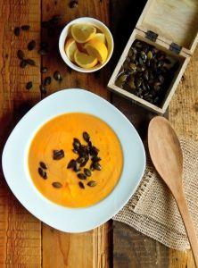 Batátová polievka so zázvorovými tekvicovými semienkami Thai Red Curry, Ethnic Recipes, Fitness, Food, Meal, Essen, Hoods, Keep Fit, Health Fitness