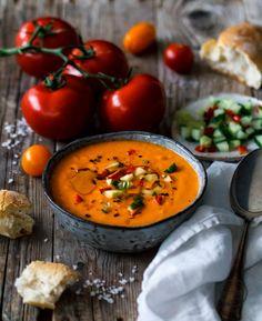 Gazpacho de chile con sabor a fruta - Rezepte - Suppe / Recipes -Soup - Patatas Vegan Vegetable Soup, Vegan Soups, Vegan Food, Healthy Food, Healthy Soup Recipes, Veggie Recipes, Chile, Dairy Free Soup, Vegetarian Comfort Food