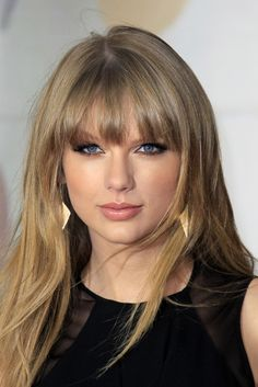 Taylor Swift Bangs, Estilo Taylor Swift, Taylor Swift Pictures, Taylor Alison Swift, Taylor Swift Hairstyles, June Taylor, How To Use Eyeliner, Growing Out Bangs, Grow Out
