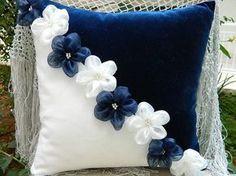 16 Cute Decorative Pillow Designs That Will Be Trendy In 2019 - Geschenke selbst gestalten - Cool Decorative Pillows Cute Pillows, Diy Pillows, Decorative Pillows, Cushions, Throw Pillows, Sewing Crafts, Sewing Projects, Pillow Crafts, Cushion Cover Designs