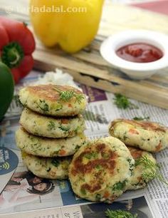 Cutlets without potatoes? Well, it's all in your mind. Try these delicious Cottage Cheese Cutlets and your impression is sure to change. Made with grated paneer and cooked rice bound together by plain flour, these scrumptious Jain-friendly cutlets are perked up with green chillies and capsicums of varied colours. This makes the snack very appealing, both visually and in terms of taste and aroma.