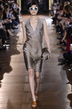Stella McCartney Spring 2014 RTW - Runway Photos - Fashion Week - Runway, Fashion Shows and Collections - Vogue Stella Mccartney, Spring Fashion, Fashion Show, Fashion 2014, Fashion Weeks, Runway Fashion, High Fashion, Floaty Dress, Review Fashion