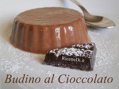 Budino al Cioccolato   http://ricettedi.it/cucina/2015/01/budino-al-cioccolato/ Questa è senz'altro la nostra ricetta preferita del budino al cioccolato! 100 gr. di cioccolato fondente sciolto in 300 ml. di latte. 4 tuorli d'uova, 150 gr. di zucchero e 200 ml. di panna fresca. Per addensare, 3 fogli di gelatina essiccata.