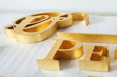Vergoldungen aus dem Atelier Alina Cesár Wooden Toys, Car, Atelier, Gold Paint, Paint Techniques, Mural Painting, Wooden Toy Plans, Wood Toys, Automobile