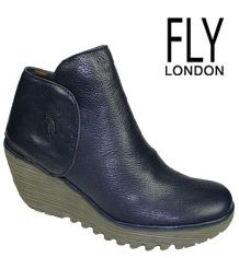 Fly London was created in the UK in 1994 and it's owned by Fortunato O. Fly Boots, Women's Boots, Shoe Boots, Shoe Bag, Fly London Shoes Woman, Fly London Boots, Comfy Shoes, Comfortable Shoes, Casual Shoes