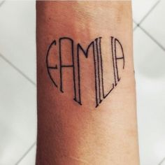 Fizemos um post para as pessoas falarem quais eram seus tatuadores e quais tatuadores gostaria de ver mais aqui. Mais de 200 tatuadores diferentes foram mencionados! Muita gente boa, vamos olhar todos para conferir os trabalhos. Estamos imensamente felizes por vocês terem prestado essa homenagem aos artistas que admiram! O estúdio @tisoaresmakeuptattoo foi mencionado 30 vezes! Parabéns por essa legião de fãs, foi muito lindo ver tantas ...