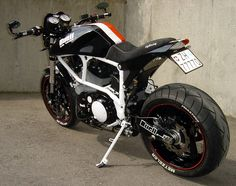 Buell X1... digging the Colorado scheme. White frame with black body and red accents.