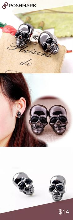 🌺 Skull stud Earrings NWOT skull stud earrings. Color gunmetal and black. Jewelry Earrings