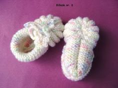 Amelie`s sewing basket: translation, baby booties. Amelie`s sewing basket: translation, baby booties. Always aspired to figure out how to knit, nonetheless not sure the pl. Crochet Pullover Pattern, Poncho Knitting Patterns, Knitting Socks, Crochet Patterns, Bandeau Crochet, Crochet Baby, Knit Crochet, Knitted Baby, Knit Baby Booties