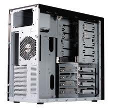 prázdná skříň počítače