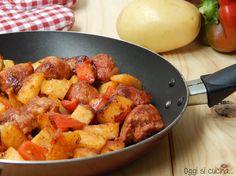 Salsiccia in umido con peperoni e patate