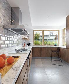 Projekt domu Praktyczny 2A 133,2 m2 - koszt budowy - EXTRADOM Conference Room, Table, Furniture, Kitchen Island, Home Decor, Products, Living Room, Projects, Island Kitchen