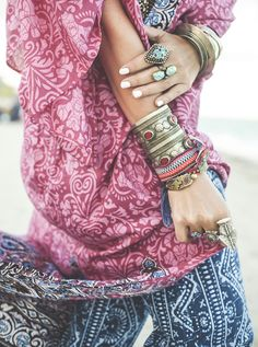 Boho Look | Bohemian boho style hippie chic bohème vibe gypsy fashion indie folk the 70s festival style | stacked accessories, TatiTati Style