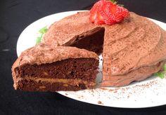 Sunn sjokoladekake med peanøttfyll og kremfrosting