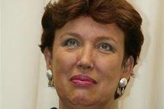 Roselyne Bachelot-Narquin est une femme politique française. Elle fut ministre de la santé sous la présidence de Nicolas Sarkozy. Elle a une formation de pharmacienne et est Docteure en pharmacie. Elle a été ministre de l'environnement, de l'écologie et du développement durable de mai 2002 à juin 2004. Elle a notamment participé à la préparation de la Charte de l'environnement.